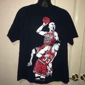 Jordan Dunking Over Patrick Ewing Men's XL Shirt